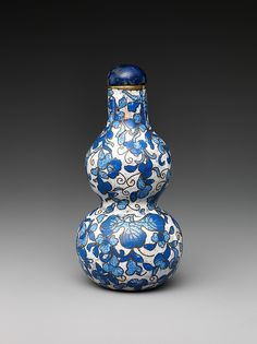 Snuff bottle in the shape of a gourd | China | Qing dynasty (1644–1911), Qianlong period (1736–95) | The Met