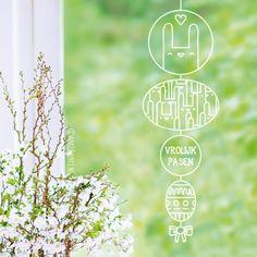 Gezellige paas hanger raamtekening met allemaal konijntjes en versierd. Geschikt om gecentreerd op een groot raam te tekenen of een lang/smal raam. Window Art, Chalk Art, Easter, Windows, Window Drawings, Spring, Groot, Painting, Sticker