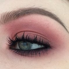 "179 Likes, 3 Comments - Ella Dürkop (@ellamaried_makeup) on Instagram: ""Yesterday's makeup for work ✌️ #maccosmetics - eyeshadows in sushi flower, cranberry, star violet…"""
