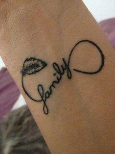 tatuaje pequeño infinito abierto en el interior de la muñeca.#tatuaje #tattoo #infinito
