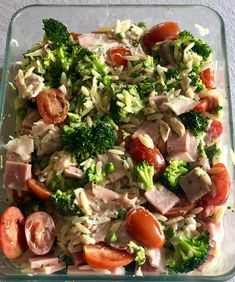 Healthy lukewarm green Greek pasta salad is an easy and healthy lunch that can be made in less than 30 minutes. Healthy Pasta Salad, Greek Salad Pasta, Healthy Salads, Surprise Recipe, Broccoli Pasta, One Pot Meals, Clean Recipes, Side Dishes, Good Food