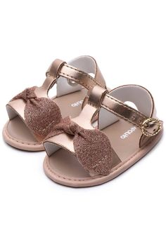 Cute Baby Shoes, Baby Girl Shoes, Girls Shoes, Project Mc Square, Trajes Kylie Jenner, Cute Babies, Baby Kids, Car Accessories For Girls, Toddler Fashion