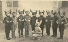 Creepy-Vintage-Halloween-Photo-18.jpg