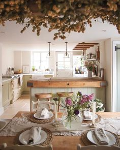 Cottage Küche - Wohnung küche Becoming a Parent - A Decision to Take, a Price to Pay! Cottage Shabby Chic, Cozy Cottage, Cottage Style, Irish Cottage, Dining Area, Kitchen Dining, Kitchen Decor, Farmhouse Style Kitchen, Country Kitchen