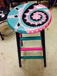 Idee per mobili funky – Recycled Furnitures Ideas Art Furniture, Funky Furniture, Handmade Furniture, Repurposed Furniture, Furniture Projects, Furniture Makeover, Furniture Removal, Furniture Design, Whimsical Painted Furniture