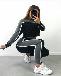 Trendy Casual Spring Outfits with Jeans « instyles. Legging Outfits, Estilo Nike, Sport Outfits, Girl Outfits, Teenager Outfits, Fashion Clothes, Fashion Outfits, Red Fashion, Fashion Trends