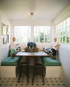 Breakfast nook with built-in seating Bright home office space. White interiors Inspiration : 10 Beautiful Home Offices Design Ideas Banquette Dining, Dining Nook, Dining Tables, Sunroom Dining, Dining Corner, Corner Seating, Dining Bench, Kitchen Booths, Kitchen Nook