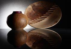 Vasija de urapán con cuello de madera en nazareno, plato en urapán y nogal. Ambos con acabado de cera de abejas.