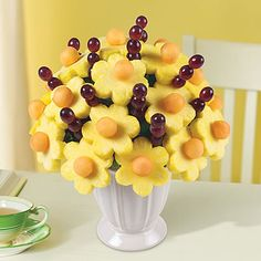 Edible Arrangements - Simply Daisies® ... show your favorite client what you can bring to the table!