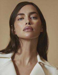 "midnight-charm: "" Irina Shayk photographed by An Le for Vogue Mexico & Latin America January 2019 Stylist: Michelle Cameron Hair: Nabil Harlow Makeup: Fulvia Farolfi "" Bradley Cooper, Fashion Shoot, Editorial Fashion, 90s Fashion, Cameron Hair, Natural Models, Minimal Look, Russian Beauty, Celebrity Travel"