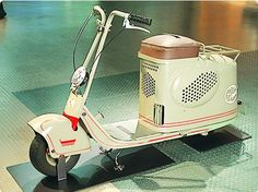 The Mitsubishi Silver Pigeon is a series of scooters made in Japan by Mitsubishi between 1946 and 1963 Motor Scooters, Vespa Scooters, Mobility Scooters, Bike Style, Motorcycle Style, Mini Bike, Scooter Bike, Bicycle, Retro Scooter