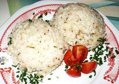 Na tuku zpěníme cibulku a přidáme hrst vlasových nudlí (neuvařených). Za stálého míchání restujeme do zlatova. Pak přidáme 1 díl rýže + 2 díly...