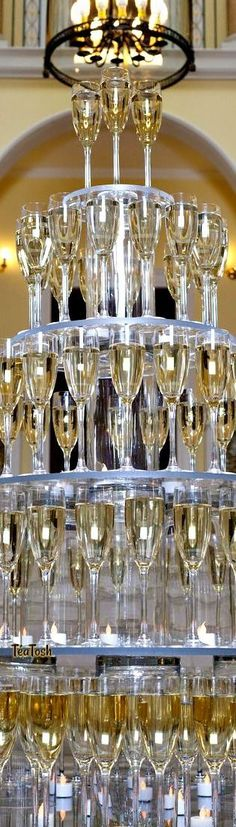 5 tips to build a champagne tower and 18 examples cover - Weddingomania Champagne Tower, Champagne Party, Gala Invitation, Party Like Gatsby, Pearl Party, Beautiful Evening Gowns, Black Tie Affair, Types Of Dresses, Cream And Gold