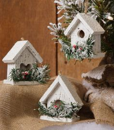 Snowy Village - Mini Birdhouse Set - Gardening Worlds Christmas Tree Village, Diy Christmas Tree, Rustic Christmas, Christmas Projects, Christmas Wreaths, Xmas Tree, House Ornaments, Diy Christmas Ornaments, Christmas Inspiration