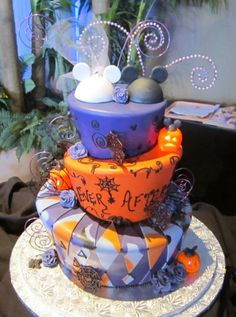 Disney Halloween Wedding Cakes to Sink Your Teeth Into - Inspired ...