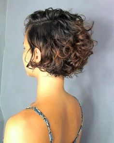 Do you like your wavy hair and do not change it for anything? But it's not always easy to put your curls in value … Need some hairstyle ideas to magnify your wavy hair? Short Curly Pixie, Haircuts For Curly Hair, Curly Hair Cuts, Wavy Hair, Short Hair Cuts, Curly Hair Styles, Updo Curly, Thin Hair, Inverted Bob Hairstyles