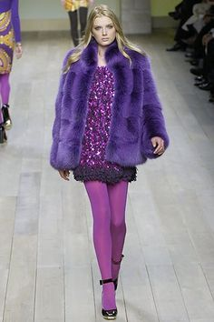 Emilio Pucci Fall 2007 Ready-to-Wear Fashion Show Tights Outfit Winter, Colored Tights Outfit, Purple Tights, Winter Outfits, Pantyhose Outfits, In Pantyhose, Nylons, Catwalk Fashion, Fashion Show