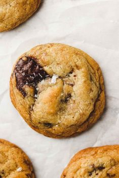 These are the BEST Gluten Free + Vegan Chocolate Chip Cookies that are perfectly chewy in the middle with crispy edges. Crispy Chocolate Chip Cookies, Crispy Cookies, Best Chocolate Chip Cookie, Healthy Vegan Desserts, Healthy Cookies, Vegan Sweets, Vegan Meals, Vegan Recipes, Best Vegan Chocolate