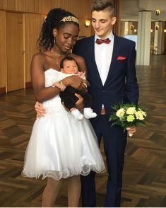 Beautiful interracial couple with their baby on their wedding day Interracial Family, Interracial Marriage, Interracial Wedding, Black And White Couples, Black Woman White Man, White Women, Black Men, Mixed Couples, Cute Couples
