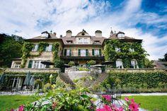 Schlosshotel Lerbach behoort met zijn charme en elegantie tot de beste luxehotels van Duitsland. Het kasteelhotel is mooi gelegen in een oase van groen en omgeven door een rustgevend heuvellandschap. Laat je verwennen tijdens een romantisch verblijf en geniet van de culinaire kunsten van de chef de cuisine. Schlosshotel Lerbach ligt idyllisch en heerlijk rustig te midden van een 28 ha groot park in Engelse stijl. Het park grenst aan een groot bosgebied.  Officiële categorie *****