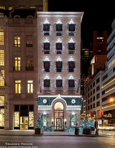 Harry Winston Jewelers on New York's Fifth Avenue at Christmas