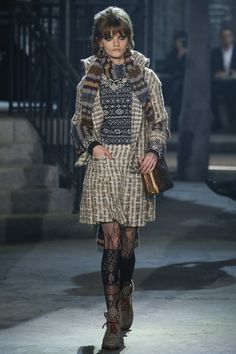 See the complete Chanel Pre-Fall 2016 collection.