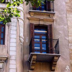 old building in Beirut - By @aliglini #WeAreLebanon  #Lebanon #WeAreLebanon