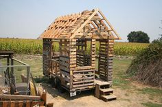 tiny house from pallets.