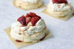 Mini Desserts on @the_feedfeed https://thefeedfeed.com/mini-desserts/chefeitanbernath/mini-pavlovas-with-strawberry-and-balsamic