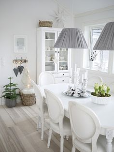 The table functions as the centerpiece of the room. Dining table may be vital part of any home. A dining table is the principal thing in your dining region and provides a centralized look at it. Dining Room Inspiration, White Rooms, White Walls, White Decor, Home Fashion, Home And Living, Living Room Decor, Sweet Home, House Design