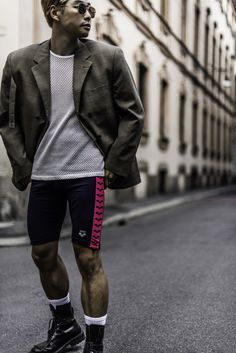 bike shorts and oversized blazer for men's 2018 2019 style trend inspiration. Martine Rose, Dries Van Noten Vetement. Streetstyles Paris London Milan Fashion Week. street-style Menstyle Mensfashion bloggersboyfriend.com