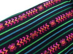Nero tessuto azteco - pattern tribale di una iarda - cambaya messicano dal cantiere - Decor fai da te