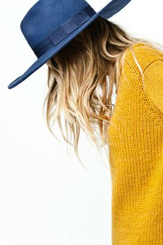 INSPIRATION: Colour block with accessories, like this knit and fedora combo
