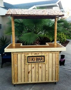 Wooden pallet and bamboo bar with Roof - 50+ DIY Pallet Ideas That Can Improve Your Home | Pallet Furniture