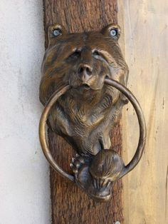 Bear Head Door Knocker by Walt Horton.would love to have this at the cabin. Door Knockers Unique, Door Knobs And Knockers, Knobs And Handles, Door Handles, Cool Doors, Unique Doors, Door Detail, Door Furniture, Furniture Vintage