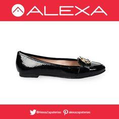 Zapatos negros con un toque dorado. Para un estilo casual formal