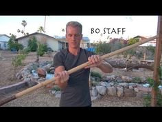 Top 10 Bo Staff Techniques of Kung Fu. These are some Fundamental and Beginning level top ten Bo Staff Techniques! The Chinese Staff or Bo Staff can be made . Self Defense Martial Arts, Martial Arts Weapons, Martial Arts Training, Wing Chun Training, Staff Training, Aikido, Kung Fu, Viet Vo Dao, Bo Staff