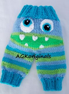 Crabby pants, cranky pants, monster bums - fantastic photo props for babies - hand knit! Knit Baby Pants, Baby Pants Pattern, Knitted Romper, Knitted Hats, Baby Knitting Patterns, Hand Knitting, Crochet Baby, Knit Crochet, Baby Dungarees