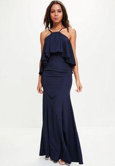 votre BF sera au top du top dans cette robe maxi de demoiselle d'honneur! avec ses tons bleu marine, sa matière en crêpe et ses froufrous, le plus beau jour de votre vie va être parfait!