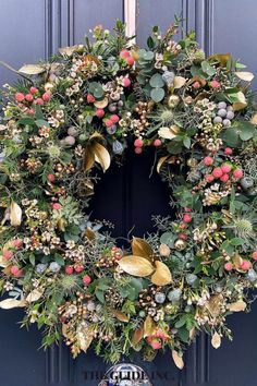 Thank goodness I found this post! I have been looking for Christmas decorations that are perfect for this year's holidays. So happy I found the best ideas! Christmas Wreaths For Windows, Christmas Decorations For The Home, Christmas Lights, Diy Christmas, Decor Ideas, Holidays, Happy, Christmas Fairy Lights, Holidays Events