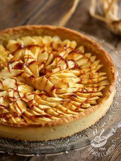 Questa ottima Torta di mele alla francese è preparata con crema frangipane. Se avete un po' più di tempo, preparate in casa la farina di mandorle! #tortadimele #tortadimeleallafrancese