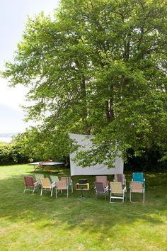 DIY Outdoor Cinema. Great ideas for garden party decorations, table Settings, garden lighting and DIY party games. Turn your garden in to an enchanting party venue.