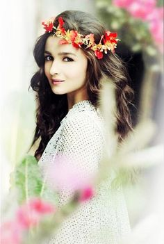Alia Bhatt most pretty pics: No doubt that in very young age Alia Bhatt made her special place in Bollywood industry. Nobody can beat her cuteness and deny the acting skills she has.Here are some of the most adorable styles and looks of this young talent. Indian Celebrities, Bollywood Celebrities, Bollywood Actress, Girl Celebrities, Bollywood Stars, Bollywood Fashion, Bollywood Images, Gi Joe, Alia Bhatt Hairstyles