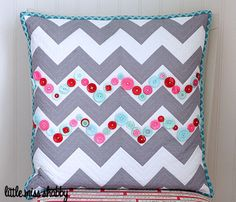 So easy and so cute! Chevron Pillow with buttons