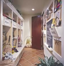 OMG, I love this mudroom! It's like a grand central station for the whole family! Oh I wish I had this space!!!