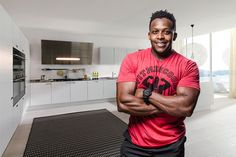The guy has a blog and I want to scan thru his recipes!!         Kevin Curry FitMenCook bio