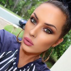 "Instagram media anastasiabeverlyhills - Beautiful @karrenjadexx BROWS: eyebrow powder from the pro palette in ""chocolate"" SCULPT: #ContourKit LIPS: liquid lipstick in ""lovely"" #anastasiabrows #anastasiabeverlyhills"