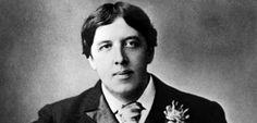 """LES GRANDS ENTRETIENS DE L'ÉTÉ. Avant d'être jeté en prison pour homosexualité, Oscar Wilde fut le plus brillant esprit de son temps. Dans ce long entretien, donné en 1895 à la """"St. James Gazette"""", il répond aux critiques perfides dont il est l'objet, non sans perfidie..."""