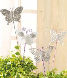 """Frühlings-Blumenstecker mit Aludraht (Idee mit Anleitung – Klick auf """"Besuchen""""!) Die Moosgummiplatten und die Alufolien lassen sich optimal mit dem Grand Calibur stanzen – schnell und einfach werden so im Handumdrehen wunderschöne Schmetterlinge!"""