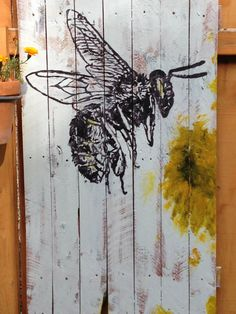Bee Painting on recycled wood pallet